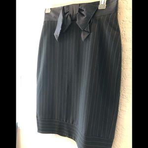 Bebe Pin strip form fitting split back skirt